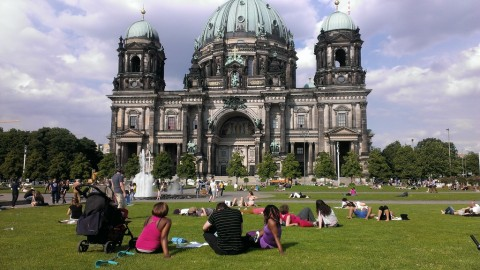 Berlin Lustgarten Sit-in