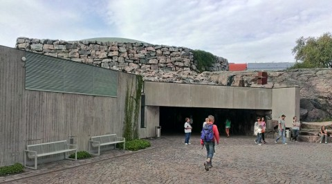 Unscheinbarer Eingang im Fels