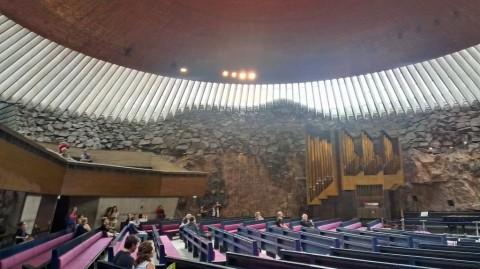 Tolle Kirche im inneren des Felsens
