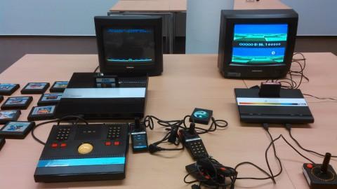 Atari 5200 (links) und Atari 7800 (rechts)