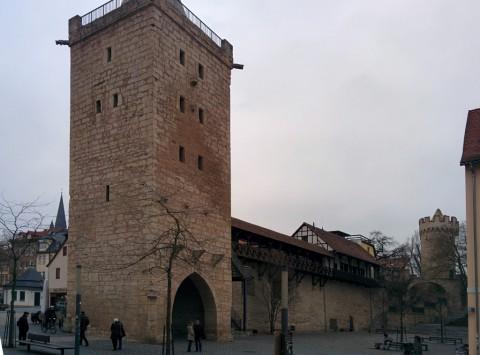 Stadtmauer mit Türmen