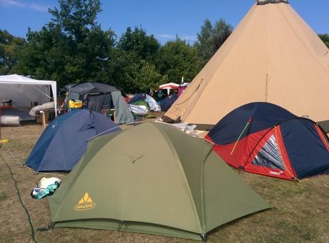 Das Zelt steht (zum ersten Mal) und ist komplett connected
