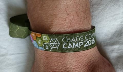Das Eintrittsbändchen zum Camp