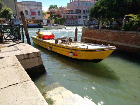 Lieferboot von DHL