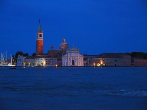 Nächtlicher Blick auf San Giorgio Maggiore