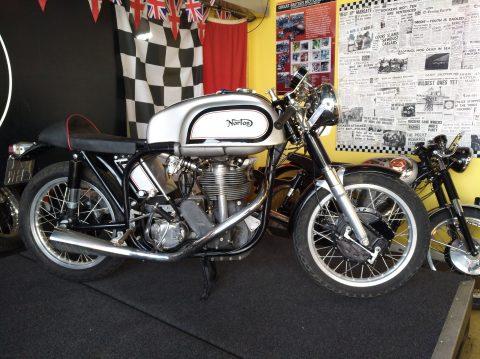 Norton und BSA Cafe Racer