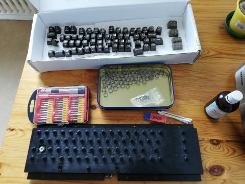 C64 Keyboard vorbereitet