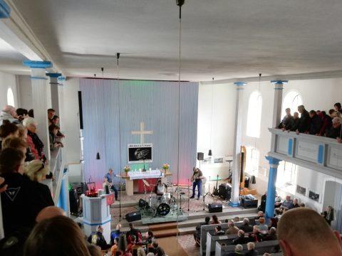Gottesdienst mit Rockmusik